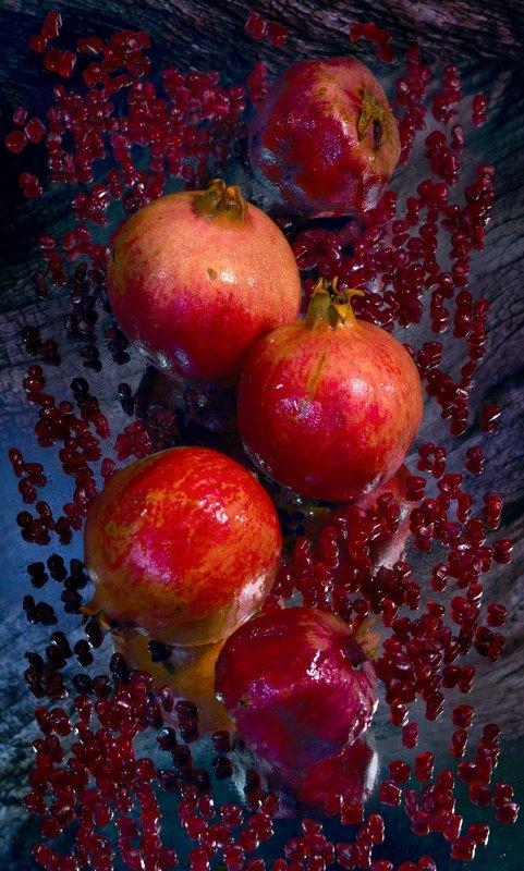гранаты, натюрморт Гранатыphoto preview