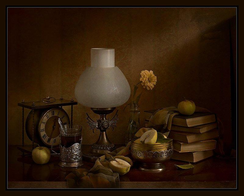 вечер. лампа, чай, книги, часы Вечерний чайphoto preview