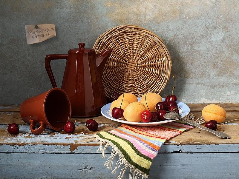 натюрморт, абрикосы, черешня, посуда Абрикосы и черешняphoto preview