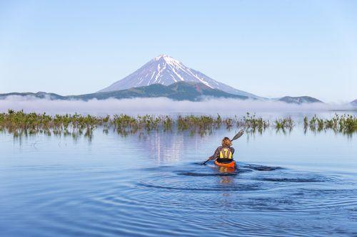 Каякинг у подножия вулкана