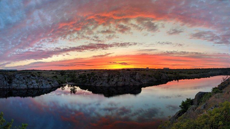 закат,весна,пейзаж,краски,зелень,солнце,небо,река,рекаднепр,landscape,сюжет,природа,nature,sky,sunset,цвет,ковыль,берег,скалы Майские закатыphoto preview