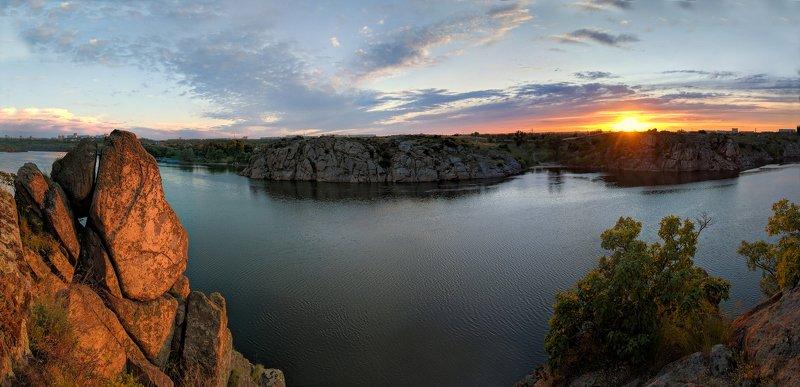 закат,весна,пейзаж,краски,зелень,солнце,небо,река,рекаднепр,landscape,сюжет,природа,nature,sky,sunset,цвет,ковыль,берег,скалы ***photo preview