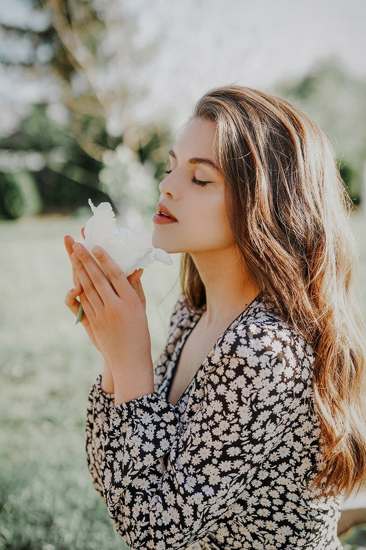 gorczes, poland, polishgirl, model, woman, portrait, Claudia & white tulipphoto preview
