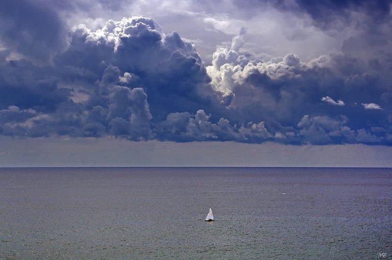 яхта, море, гроза Белеет парус одинокий.....photo preview