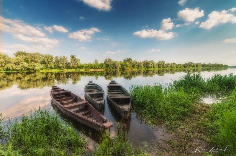 пейзаж, день, река, деревня, село, воронеж,лодочки Трое на берегу реки.photo preview