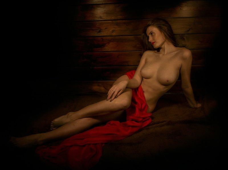 девушка ню портрет ткань красная грудь картина Нимфаphoto preview