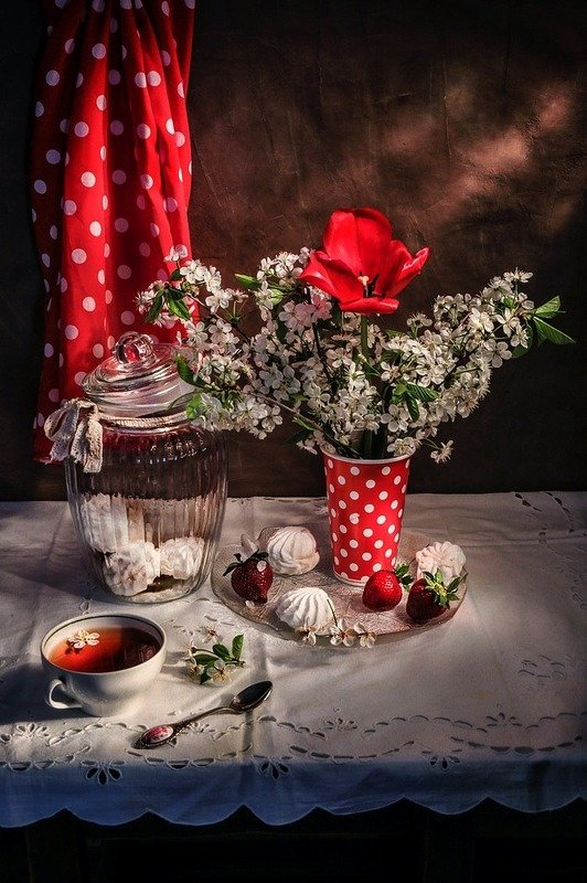 натюрморт,весна,клубника,цветы, Настроение в горошек.photo preview