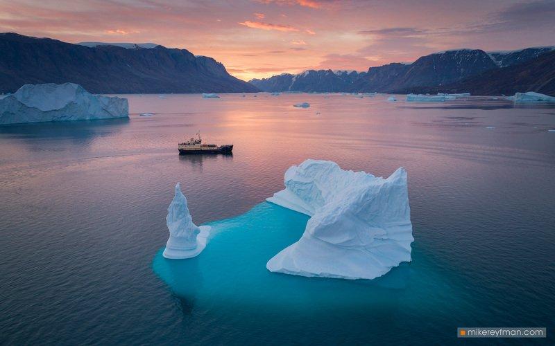 fog, mountain peak, greenland, scoresby sound, iceberg, unique Расвет во фиорде Скорсбиphoto preview