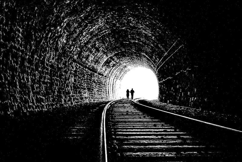 тоннель, люди, поезд Свет в конце тоннеляphoto preview