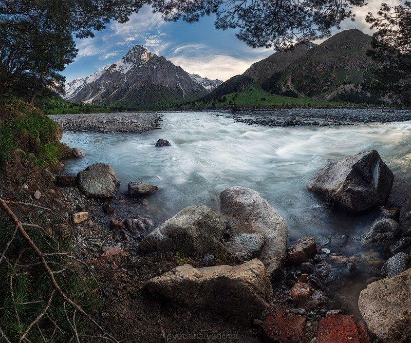 У подножья горы Тихтенгенphoto preview
