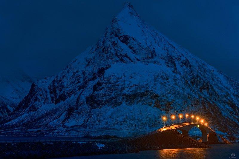 норвегия,европа, пейзаж, природа, путешествия, мост, горы, сумерки Сумеречный призрак / Norwayphoto preview