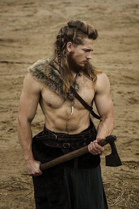 викинг, средневековье, косы, мужской портрет, мужчина, костюм, топор, зуб Викингphoto preview