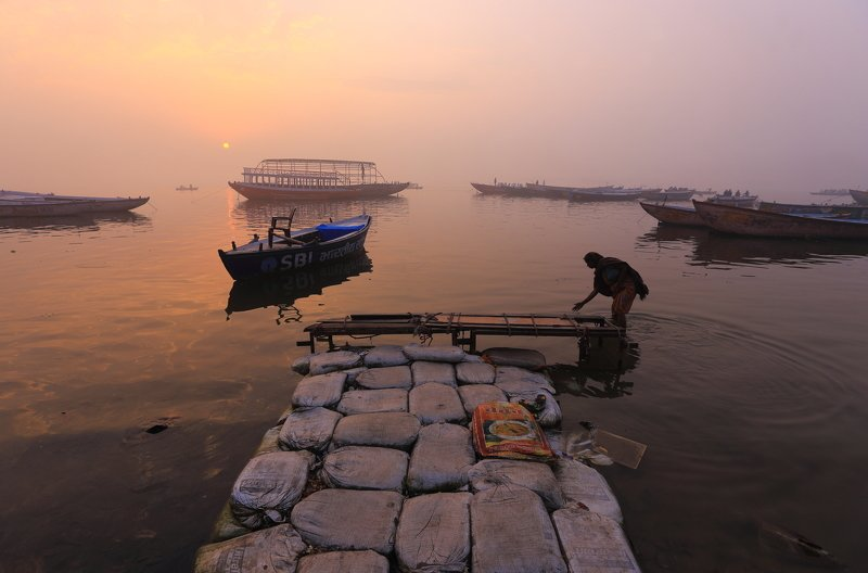 варанаси, индия, ганг, река Утро в Варанасиphoto preview