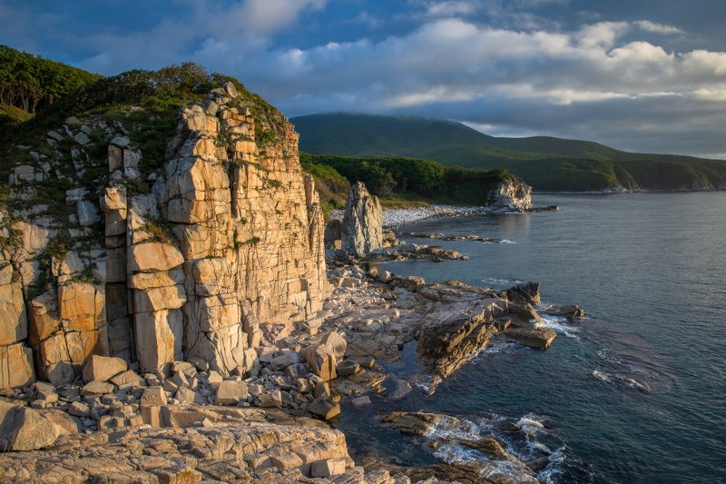 Приморье, Приморский край, побережье, Японское море Берег каменных замковphoto preview