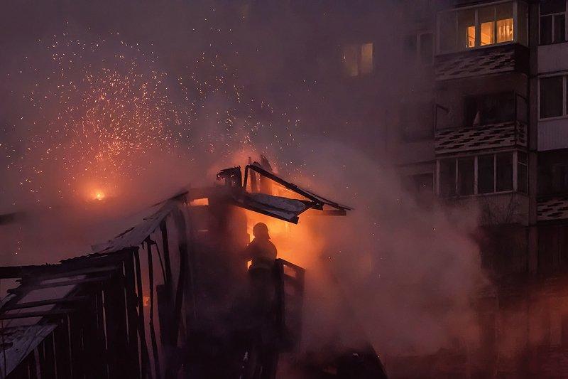 город, ночь, пожар, искры, дым Пожар в ночиphoto preview