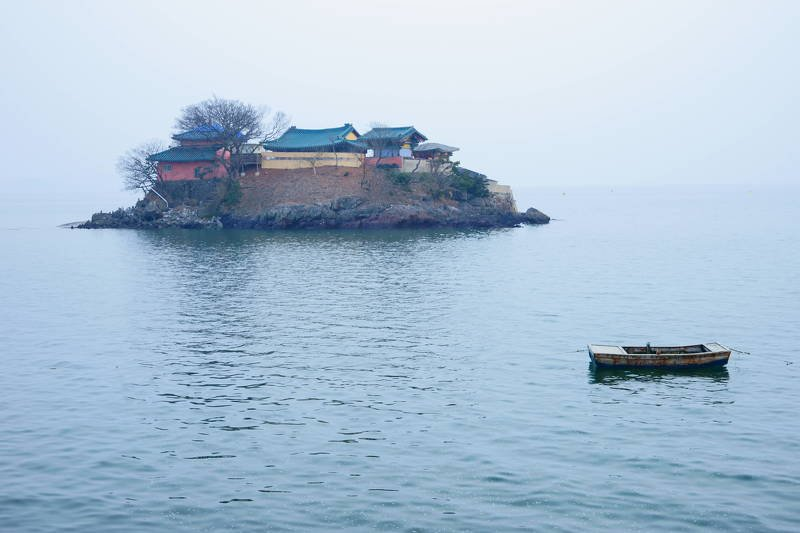 south korea,chungcheongnamdo,sunrise,sea,seascape,temple,architecture,traditional,boat, Temple on the seaphoto preview