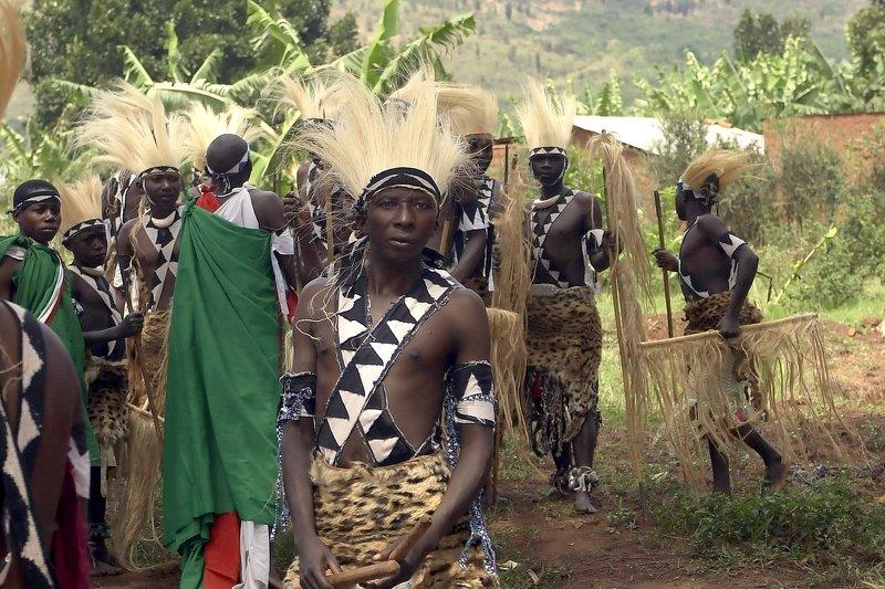 бурунди Бурунди Африка.Воины племенИ в танце ИНТОРЕphoto preview