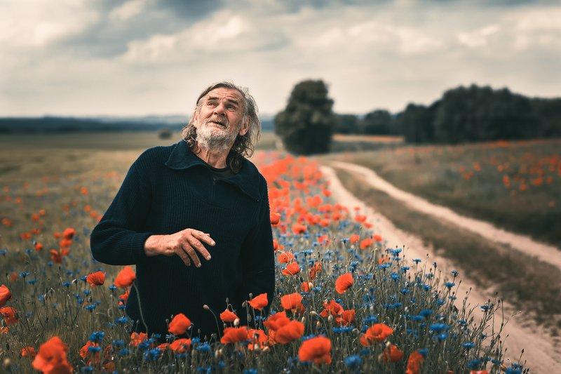 male portrait poppy road flower clouds sky film old men dranikowski path старик исчезающий poppy seed Mr. Adamphoto preview