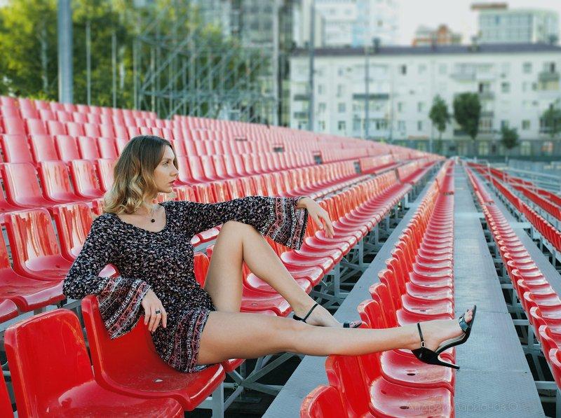 девушка, красное, портрет, лето В ожидании парадаphoto preview