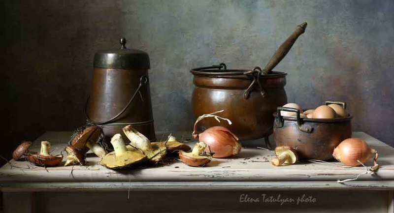 маслята, грибы, лук, яйца, посуда С маслятамиphoto preview