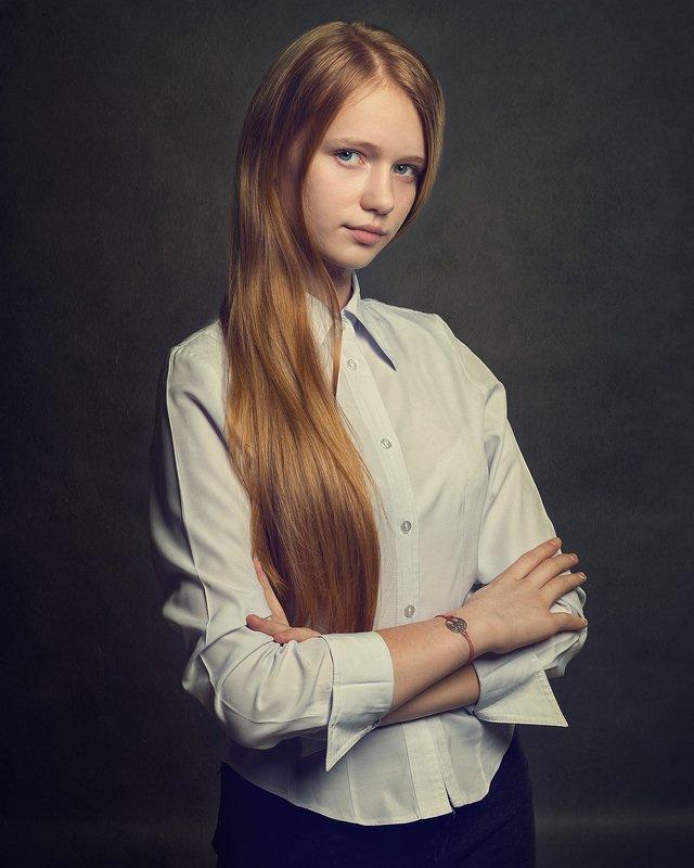 девушка рыжая портрет лицо студия photo preview