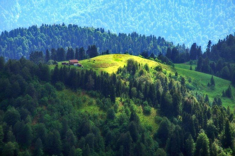 горы домик. Домик в горах.photo preview