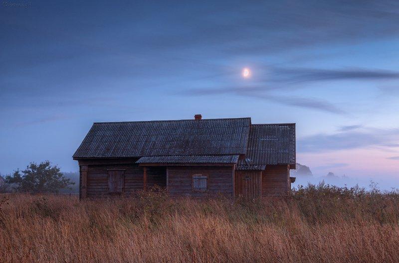 домик, луна, вечер, осенево, ярославская область Домик при лунеphoto preview