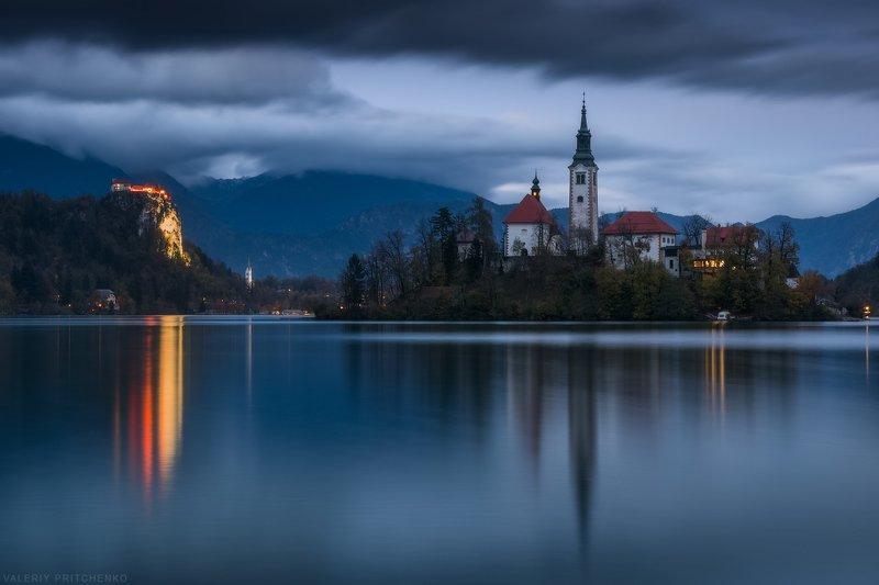Словения, Блед, церковь, вечер, пейзаж, путешествия, Slovenia, Bled, landscape, church Мариинская церковь на озере Бледphoto preview