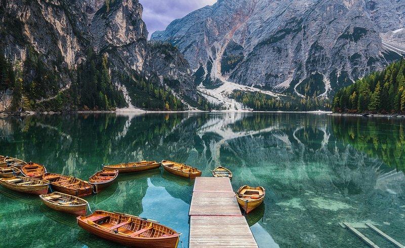 Красивое озеро Браес в Доломитахphoto preview