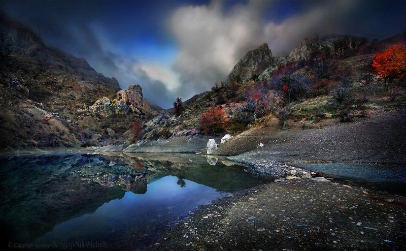 алушта, горы, демерджи, крым, скалы, чатыр-даг, панагия, зеленогорье, долинапривидений Изумрудное озерцо под склонами живописных горphoto preview