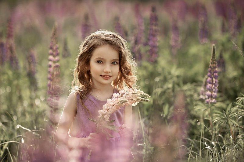 детский портрет  портрет  люпины цветы Люпиновое настроениеphoto preview