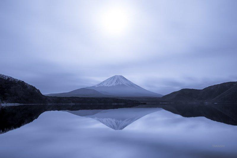 Fuji,Japan,mountain,reflection,cloud,sun,haze,amazing,wonderful, Hazy sunphoto preview