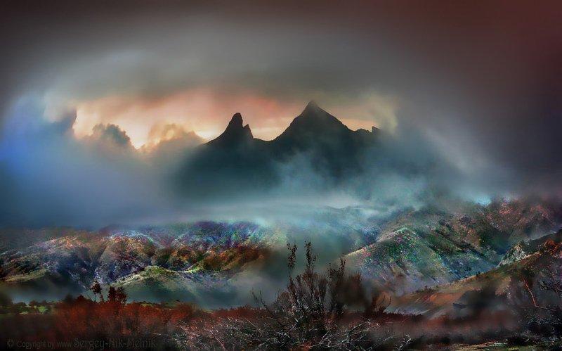 каменные-монстры-крыма, горы, скалы, водопад, джур-джур, зеленогорье, панагия, алушта, демерджи, крым, симеиз, чатырдаг Красочный закат за силуэтами скалphoto preview