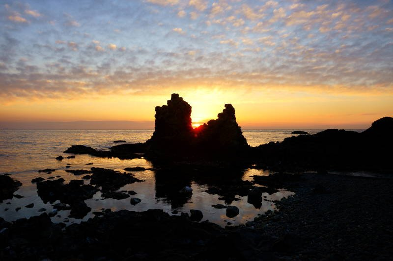 south korea, gyeongsangbukdo,sunrise,sea,seascape,horizontal,sunlight,clouds,rocky, island, silhouette, morning Beautiful skyphoto preview