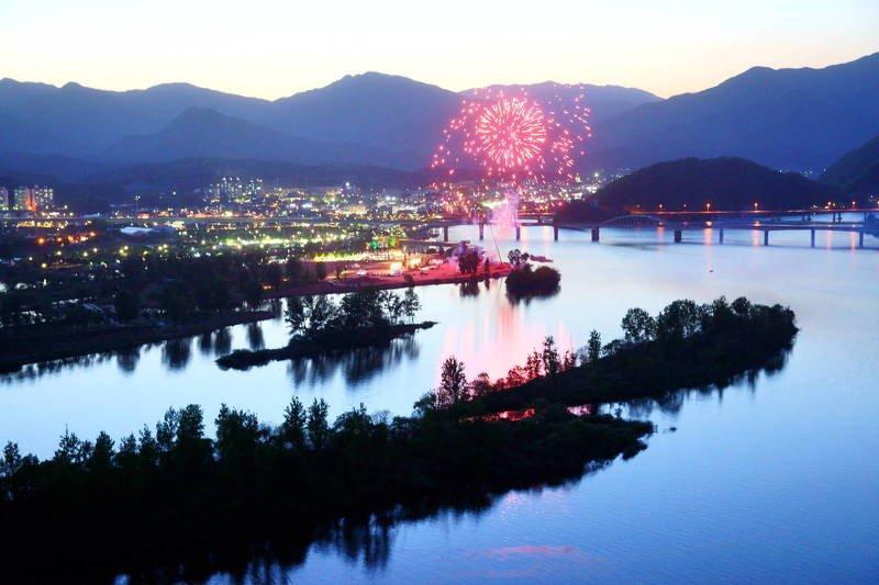 south korea, gyeonggido, jazz festival, jarasum, fireworks, cityscape, night, fire, river, island, railway bridge, night view, summer Fireworks in Janasum Islandphoto preview