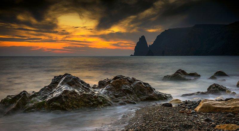 крым, пейзаж, лето, вода, море, вечер, камни, фиолент, закат, облака, горы, севастополь Камни Фиолентаphoto preview