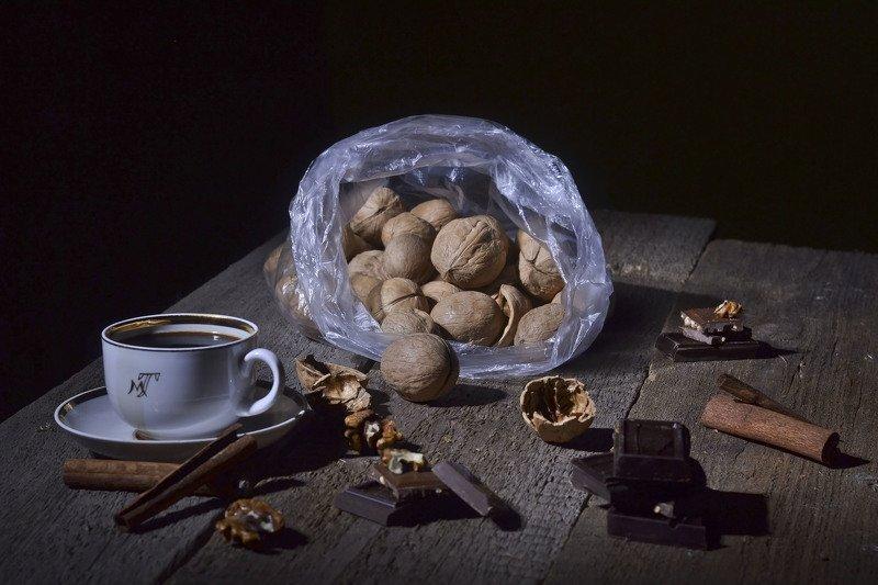 орехи, шоколад, корица, кофе. Чашку кофею я себе бодрящего налью.photo preview