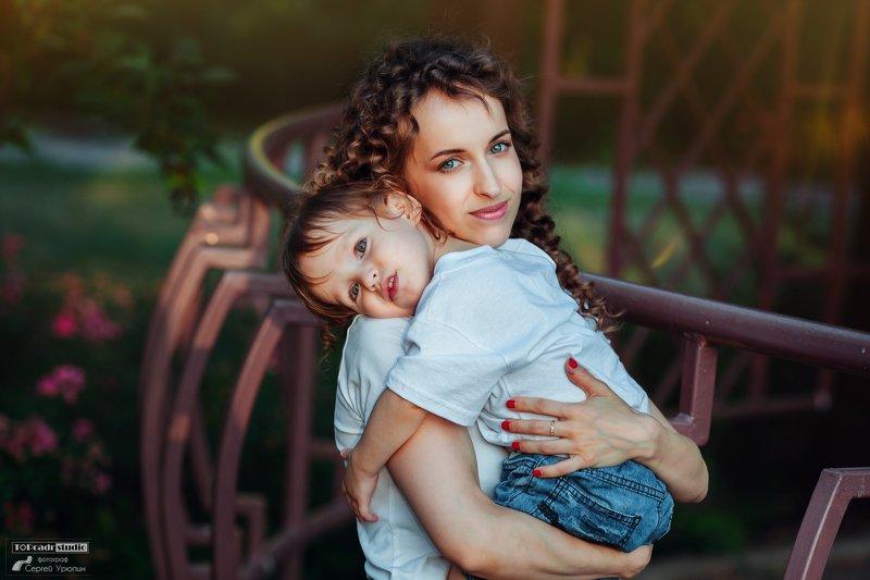 фотограф донецк На плече у мамыphoto preview