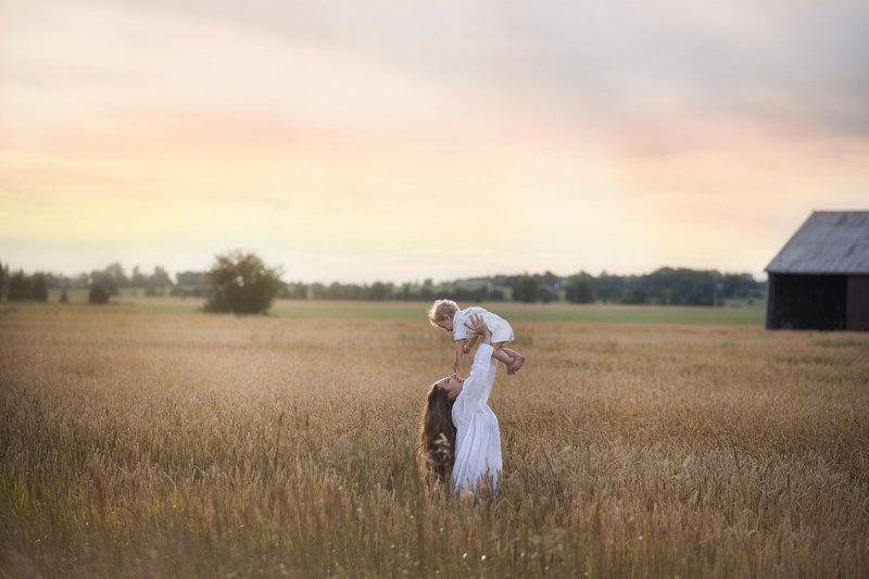 farm, field, summer, portrait Mother\'s lovephoto preview