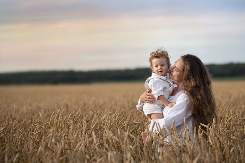 farm, field, summer, wheat, motherhood, пшеница, Лето, kids, son, portrait, love, female, canada, Ontario, Toronto  Mother\'s lovephoto preview