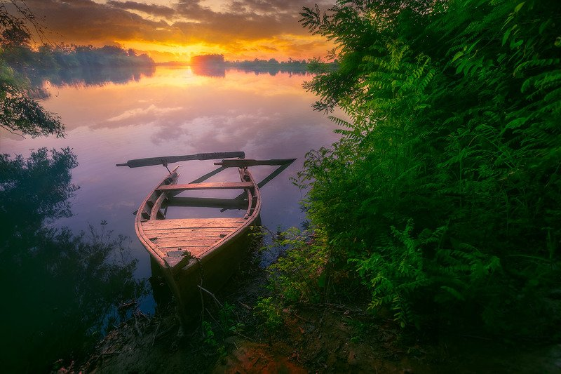 Заброшенная лодкаphoto preview