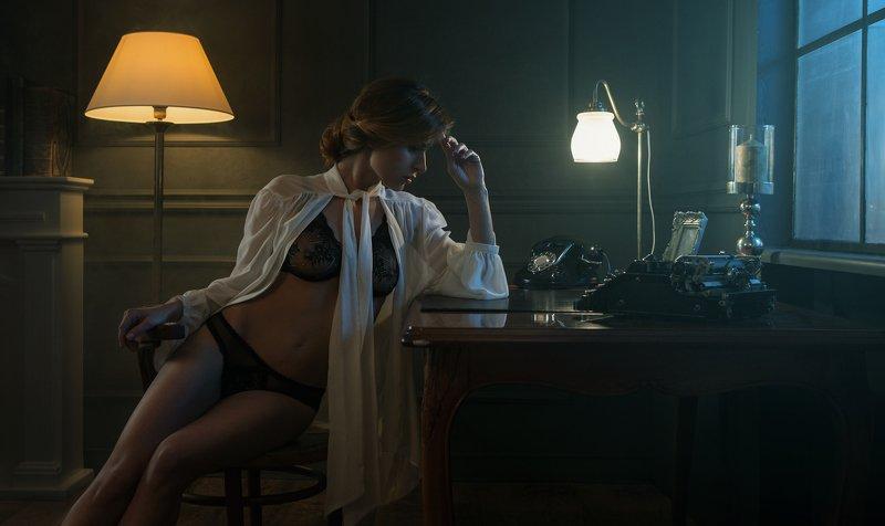 girl,woman,portrait,cinematic,panoramic,dark,moody, Izaphoto preview