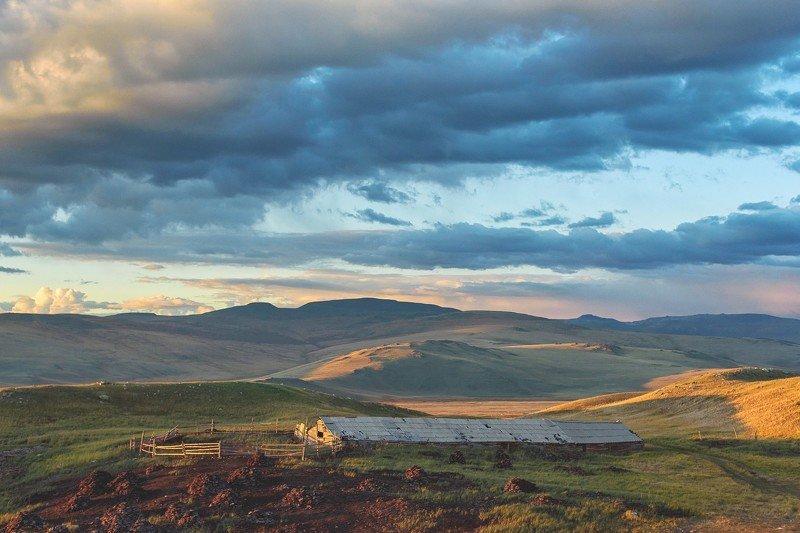 алтай, плато укок, плоскогорье, кошара, овчарня photo preview