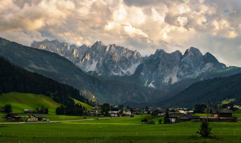 австрия, альпы, дахштайн, европа, горы, деревня, долина, закат, лето, поле, хребет, пейзаж Горный хребет Гозаукамphoto preview