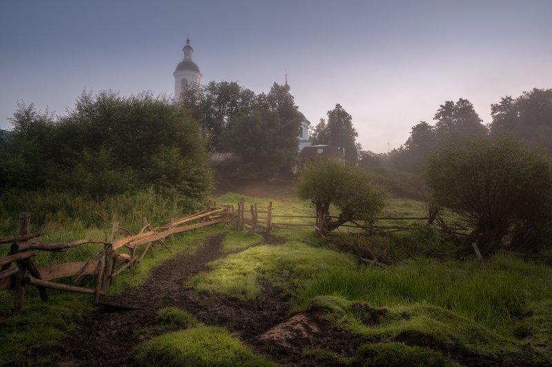 утро, свет, церковь, ограда Утро на околицеphoto preview