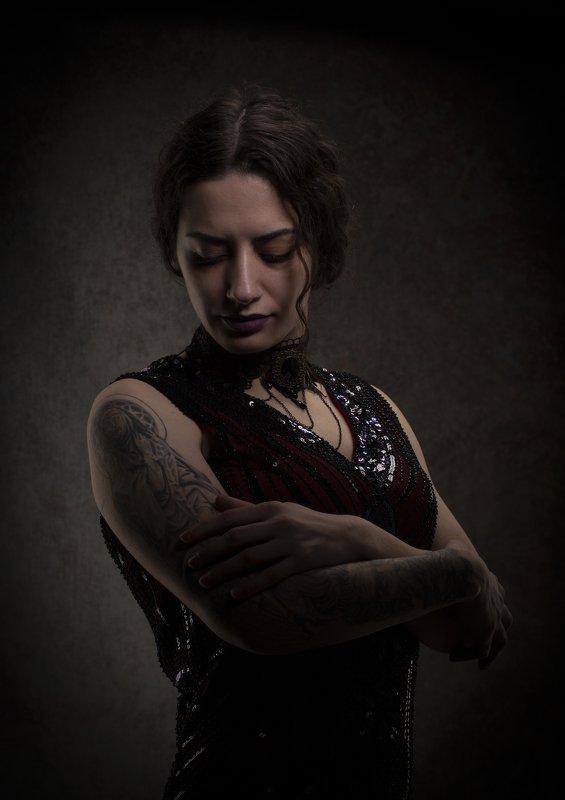 женский портрет, низкий ключ Заринаphoto preview