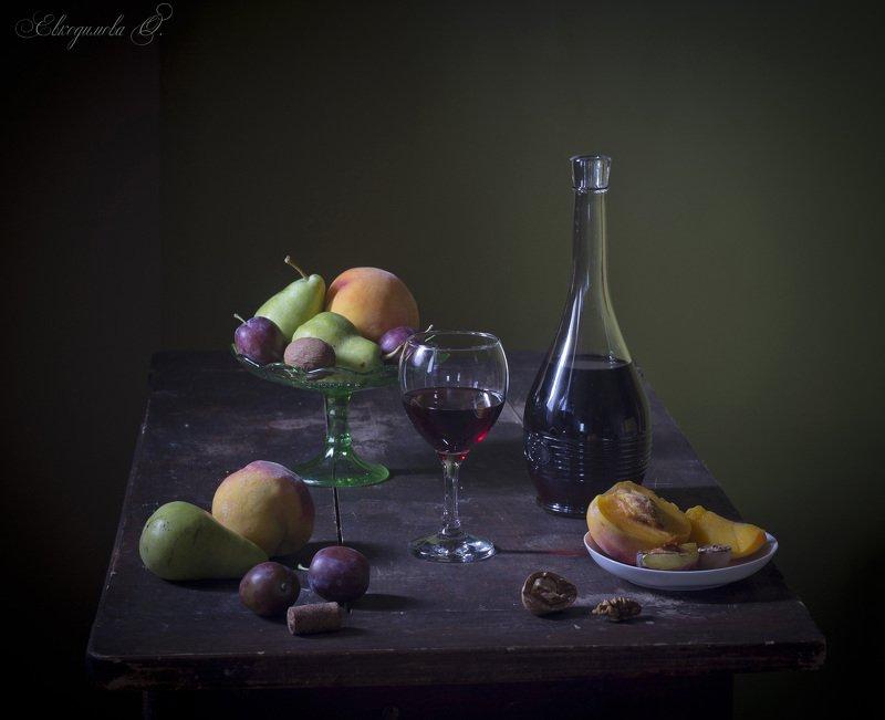 Фрукты и вино. Божественный напиток.photo preview