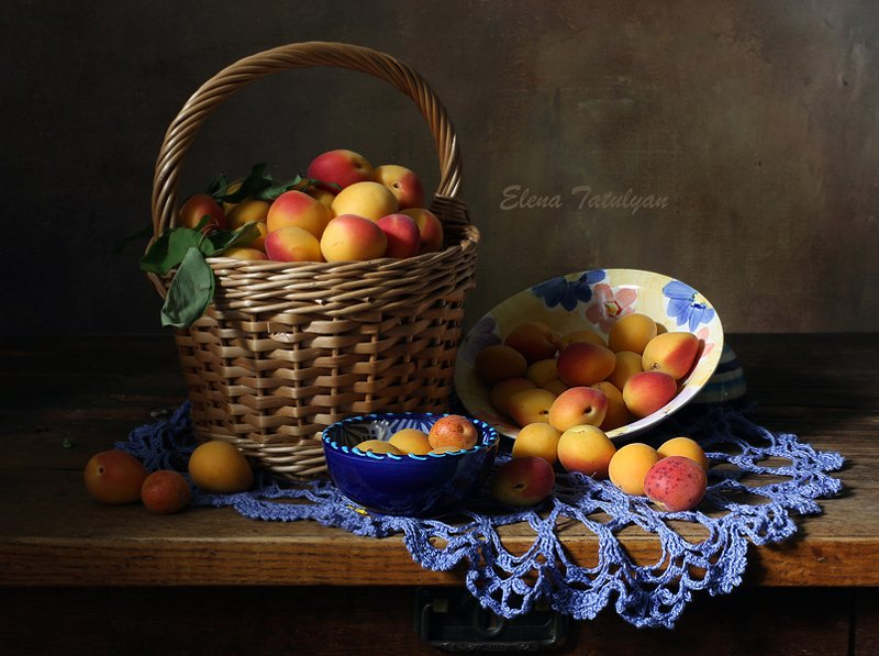 абрикосы, золотые шары, арбуз, август Абрикосыphoto preview