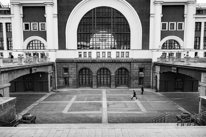 новосибирск-главный, вокзал, стрит, черно-белое Вокзальный дворикphoto preview