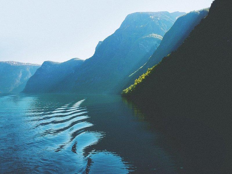 Норвегия, Нерёй-фьорд, свет и тени, норвежские горы, норвежский пейзаж photo preview